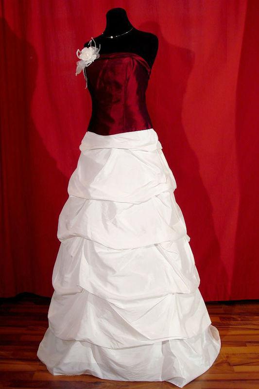 Beispiel: Atemberaubend schöne Kleider, Foto: Der Brautladen.