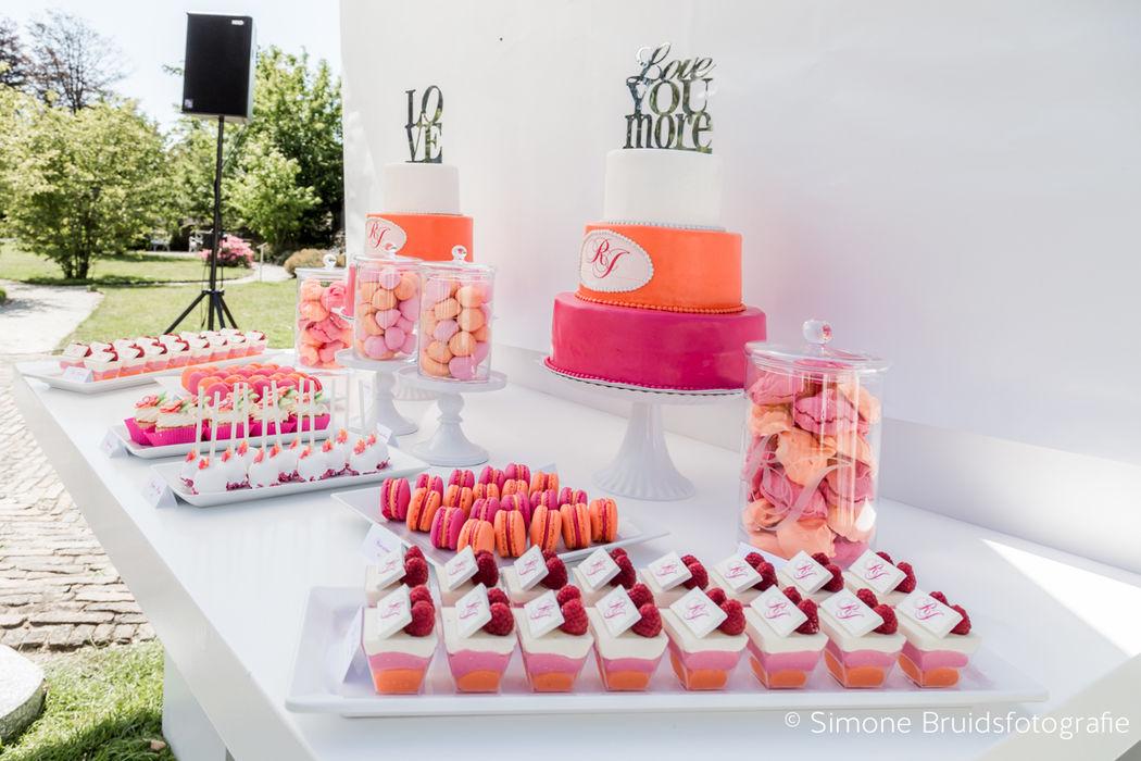 Een 'Sweet Table' gemaakt door de huispatissier van Kasteel Keukenhof en volledig afgestemd op jullie wensen qua kleur, stijl en uiteraard smaak!