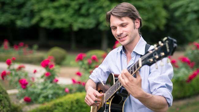 Aurelien guitariste jazz manouche mariage http://www.jazz-manouche.clementreboul.com/