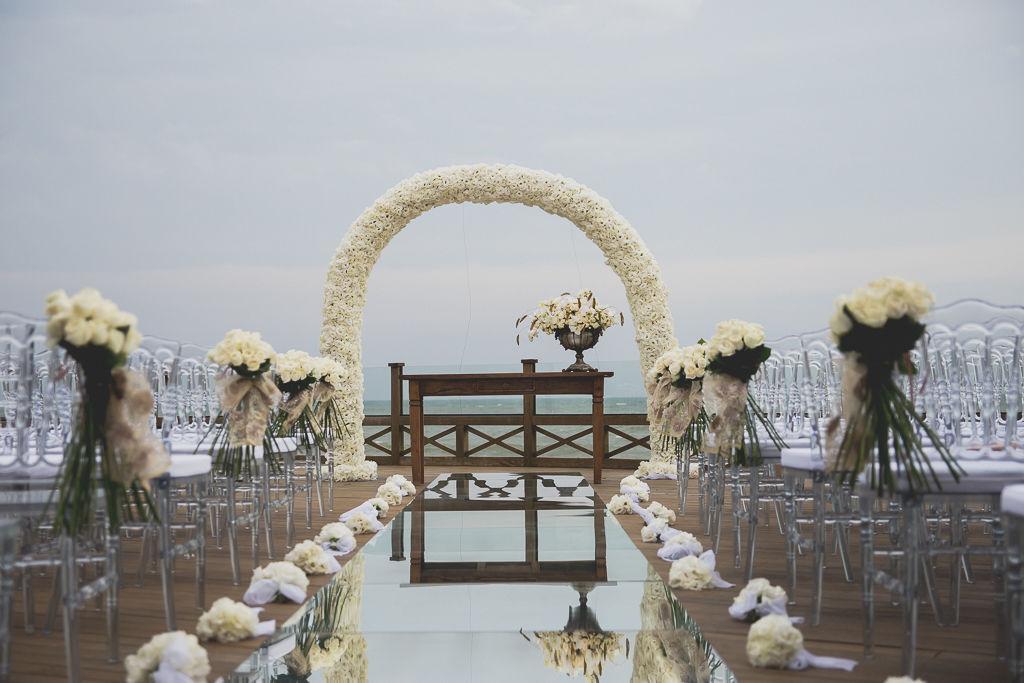 Cerimônia realizada em frente ao mar de Balneário Camboriu no  Infinity Blue Resort, SC. Foto: Noz Fotografia