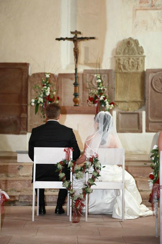 Beispiel: Blumendeko für die Kirche, Foto: Blumen Eppinger.