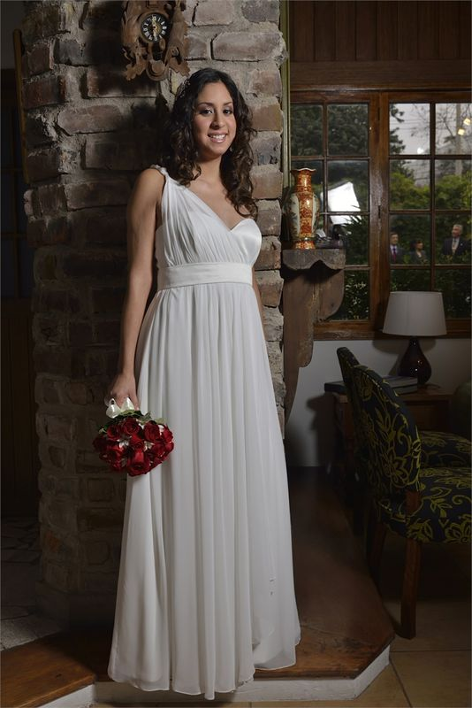 AIDA Novias Atendidas:  Lindo vestido para novias gestantes.