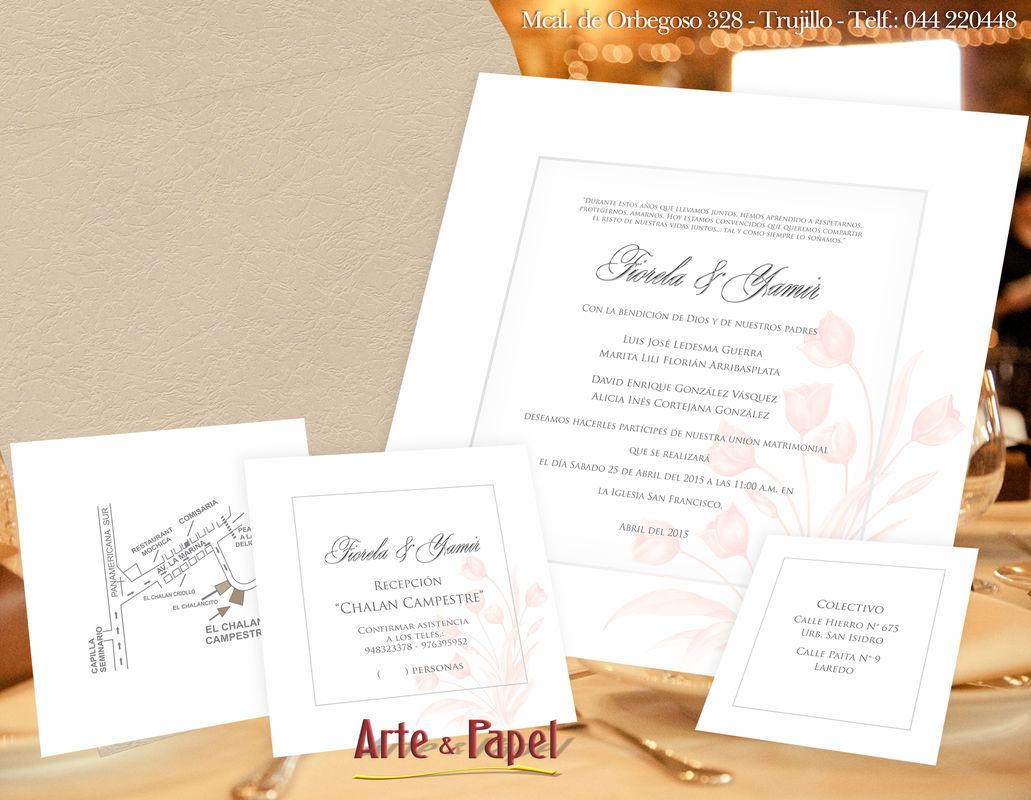 Invitacion cuadrada con detalles de flor coral