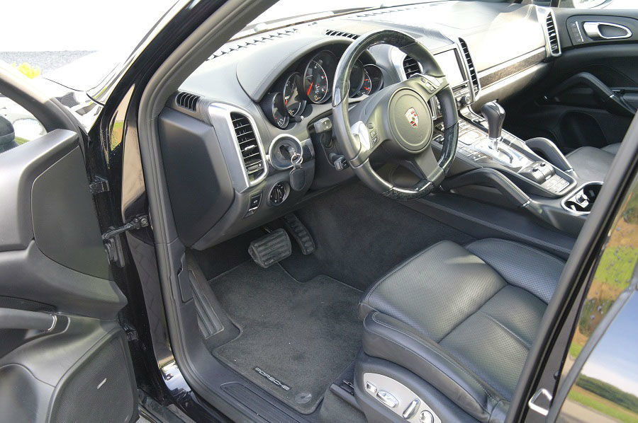 Beispiel: Porsche Cayenne Innenansicht, Foto: Exclusiv Autovermietung Drost.
