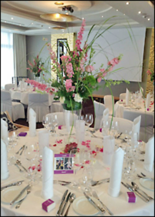 Beispiel: Tischdekoration, Foto: Les Fleurs Vagabondes.