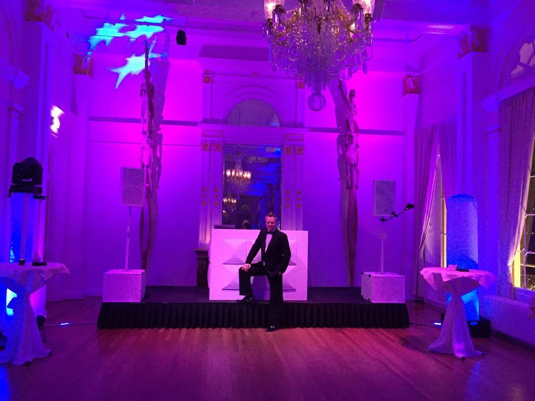 Ambitious DJ Johan #blacktie in de Balzaal van het Wereldmuseum te Rotterdam