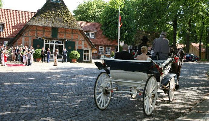 Beispiel: Ankunft mit einer Hochzeitskutsche, Foto: DreiMädelHaus.