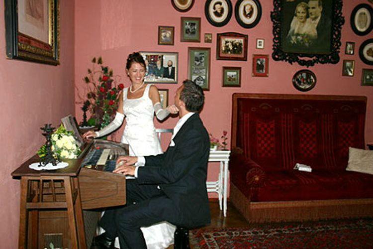Beispiel: Glückliches Brautpaar, Foto: Plabutscher Schlössel.