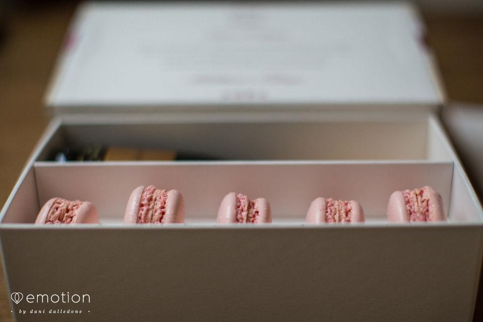 Caixa para padrinhos com mini Chandon e macarons