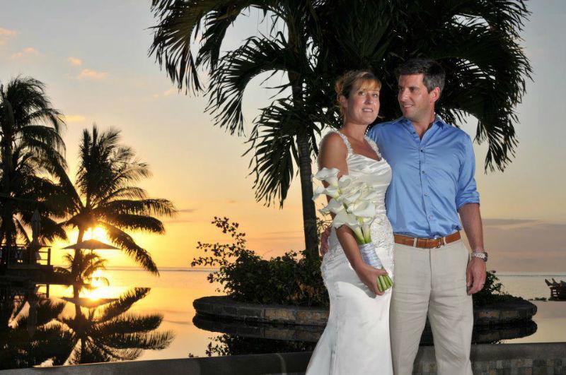 Beispiel: Glückliches Brautpaar, Foto: LUX*Resorts.