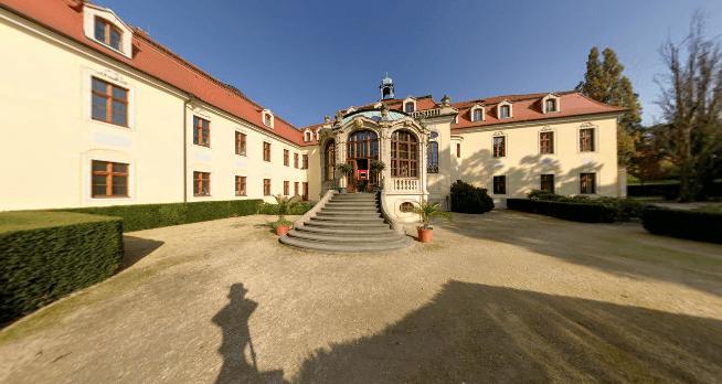 Beispiel: Terrasse am Chinesischen Pavillon, Foto: Schloss Proschwitz.