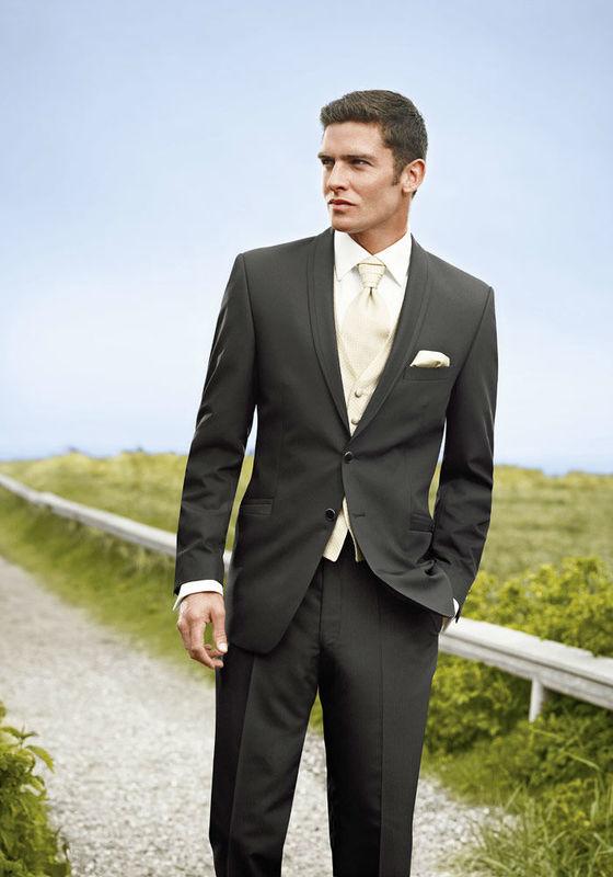 Beispiel: Anzüge für Männer, Foto: Tessa & Thomi.