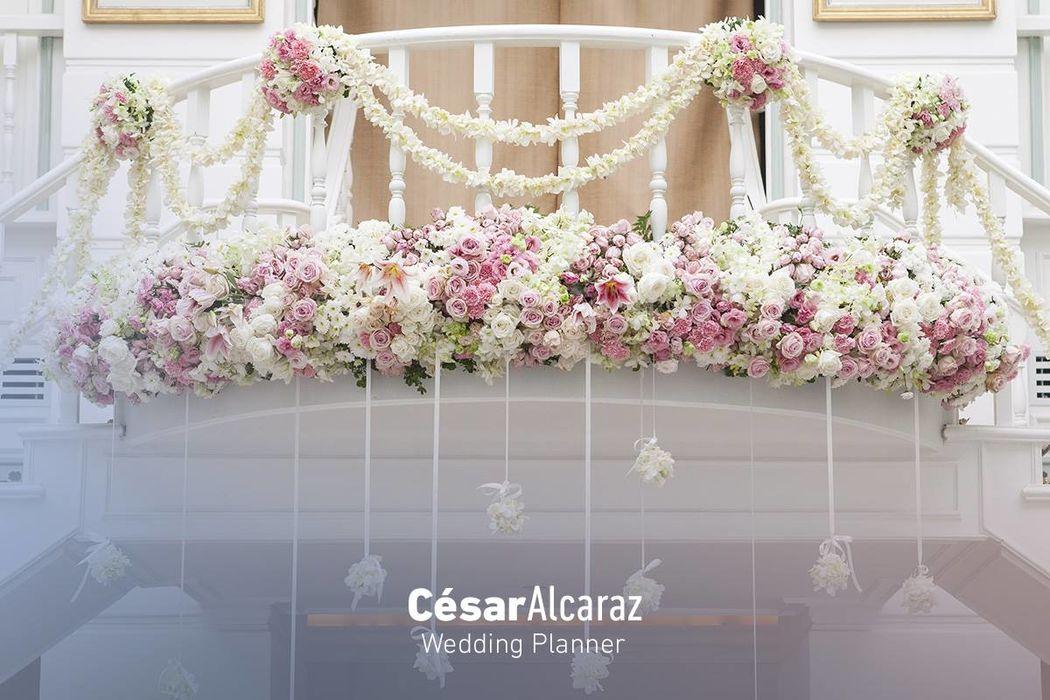 Las flores son el elemento más importante para que tu boda luzca increíble. Nuestro equipo se encargan de imprimir un sello personalizado en cada evento y expresar esa pasión por el arte floral a través de diseños encantadores, logrando resultados espectaculares. ¡Sorpréndete!