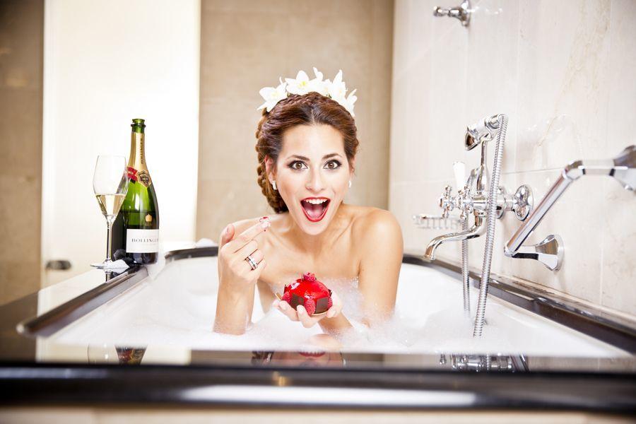Braut in der Badewanne