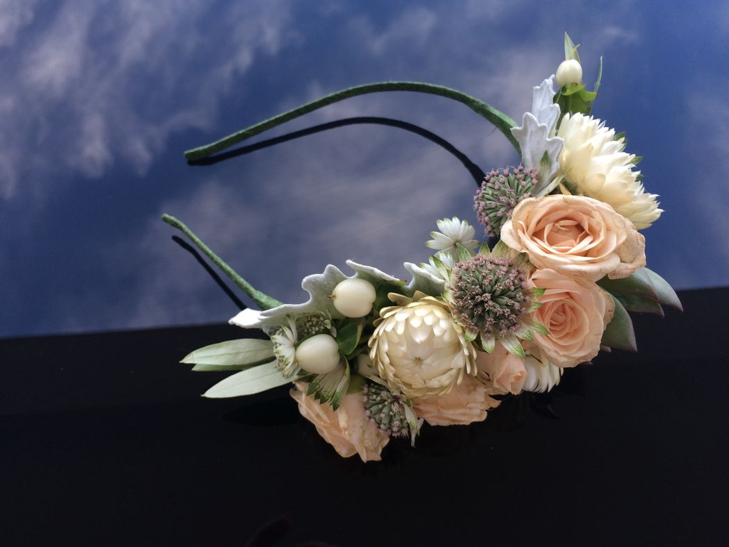 Bandolete de flores naturais.