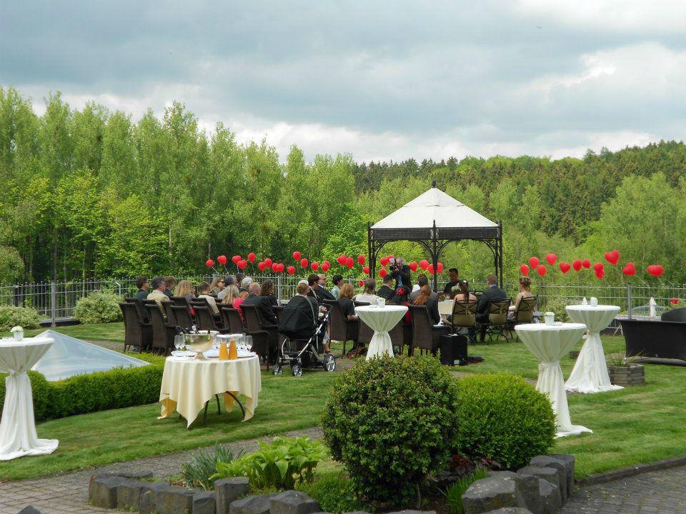 Beispiel: Trauung unter freiem Himmel, Foto: Hotel Heinz.