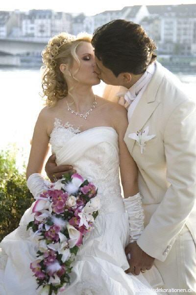 Beispiel:Kirchlicher Brautstrauß, Foto: Hochzeitsdekorationen.de