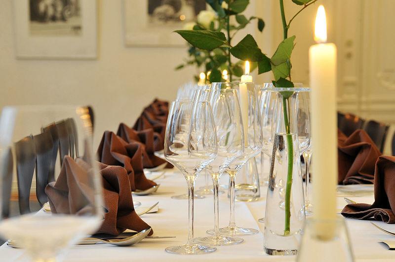 Beispiel: Goldener Saal - Tischdekoration, Foto: Restaurant Villa.