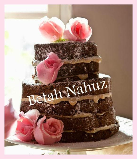 Naked cake com rosas naturais