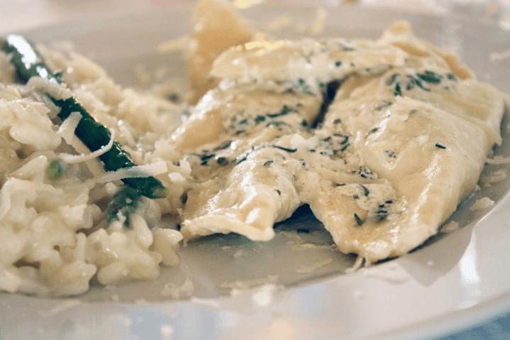 Ravioli erbette e ricotta con risotto di asparagi