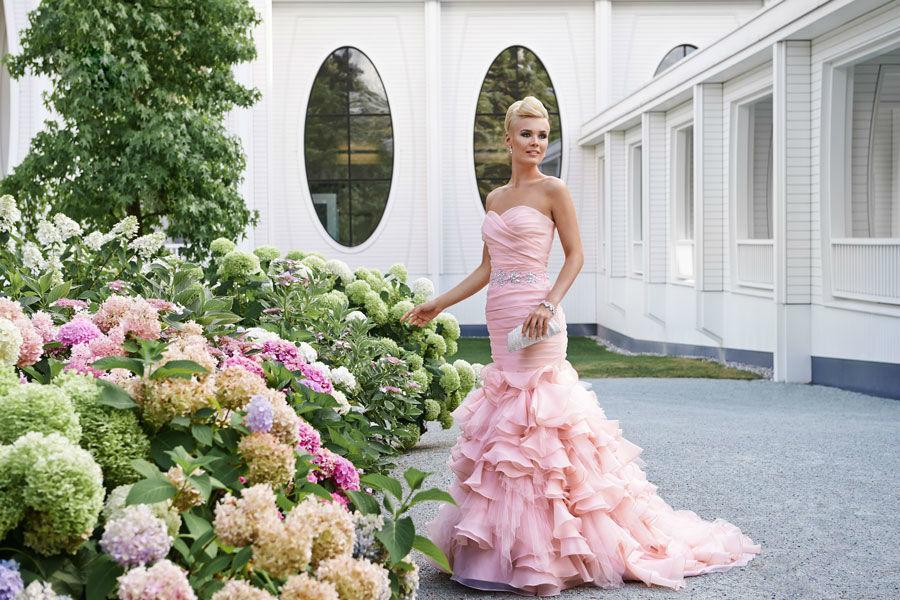Beispiel: Farbige Brautkleider, Foto: Mery's Couture Bern.
