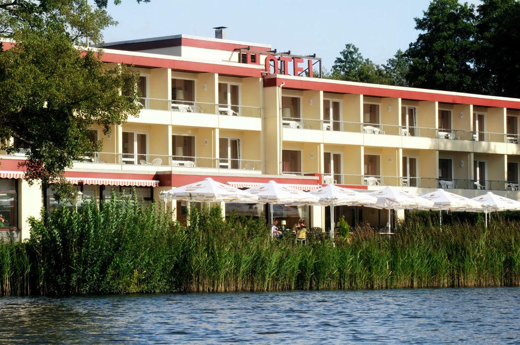 Beispiel: Außenansicht, Foto: Ringhotel Seehotel Schwanenhof.