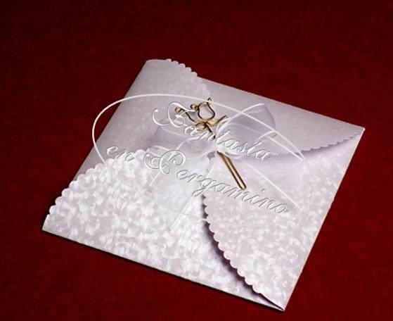 Invitación estilo sobre con ganchillo en flor.