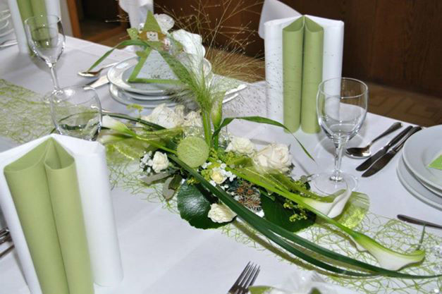 Beispiel: Tischdekoration, Foto: Blumen Christl.