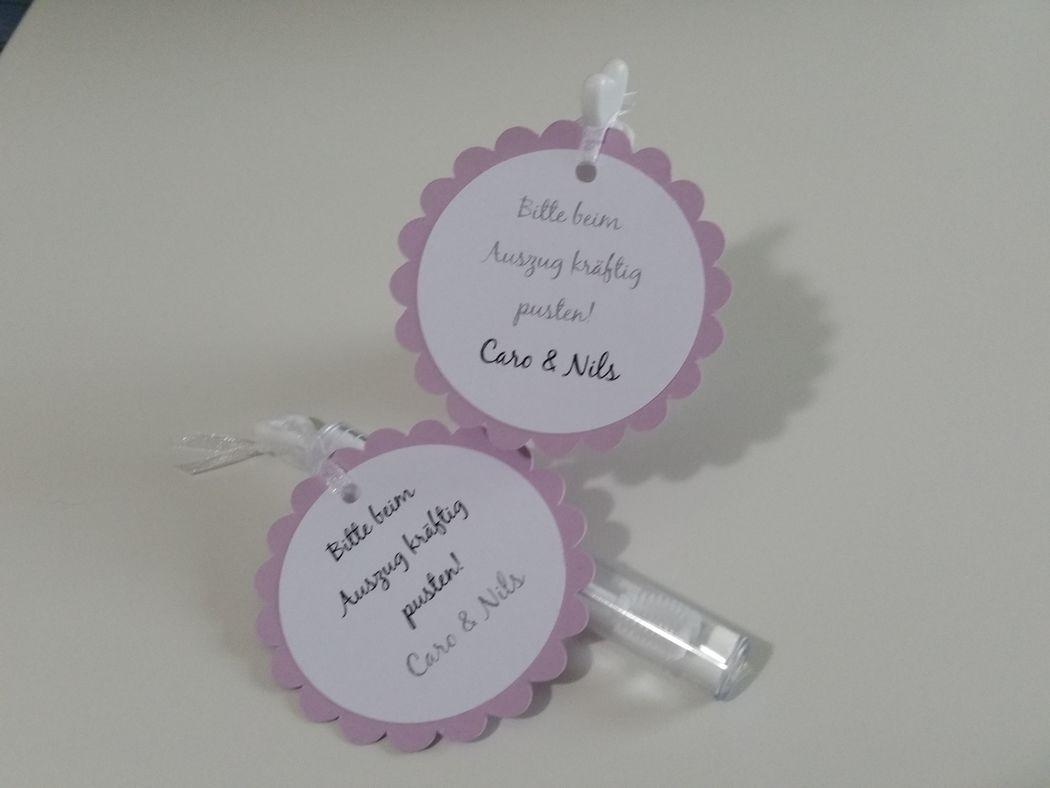 Weddingbubbles als Torte oder Röhrchen mit Anhänger, Foto: Cardlove.de.