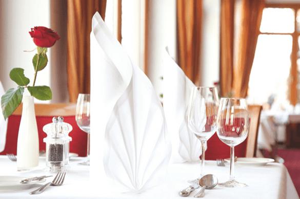 Beispiel: Tischdekoration, Foto: Dehner Blumen Hotel.