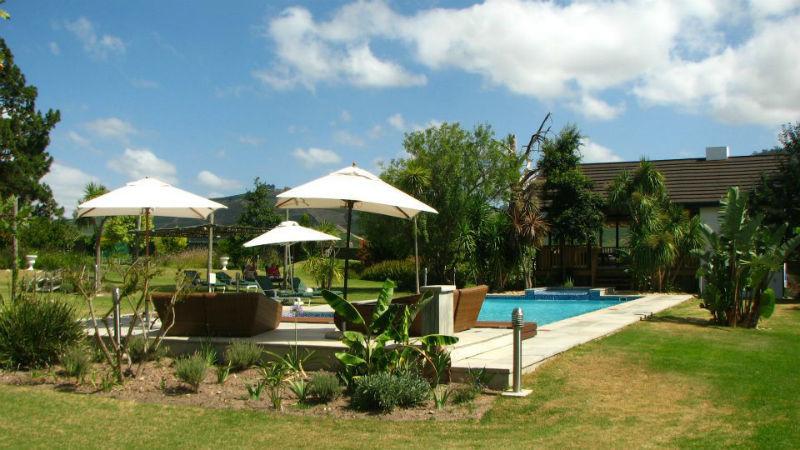 Beispiel: Hotel mit Pool an der Garden Route, Foto: Madiba.de.
