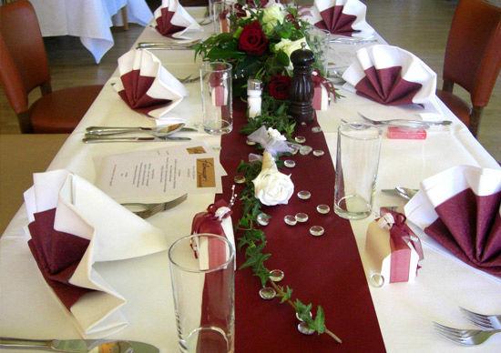 Beispiel: Romantische Tischdekoration, Foto: Felmayer's Gastwirtschaft.