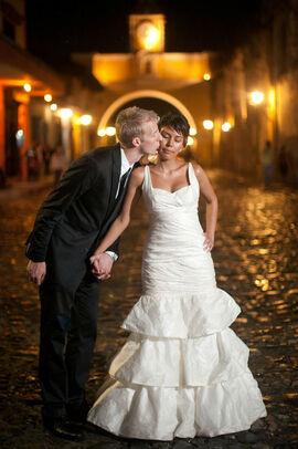 Beispiel: Portrait des Brautpaares, Foto: Michaela Nichole Photography.