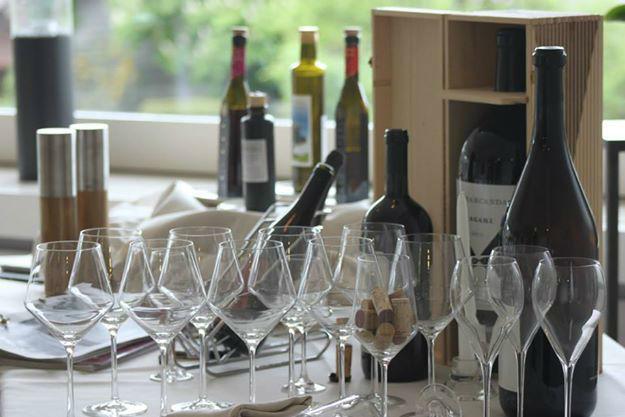 Beispiel: Exklusives Dinner mit Rotwein, Foto: Bären Sigriswil.
