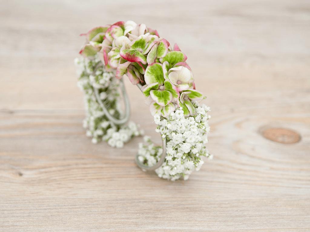 Beispiel: Brautschmuck Armreif, Foto: Blumen Sonn.