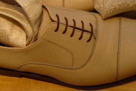 Beispiel: Farblich passende Schuhe, Foto: Helm exquisit.