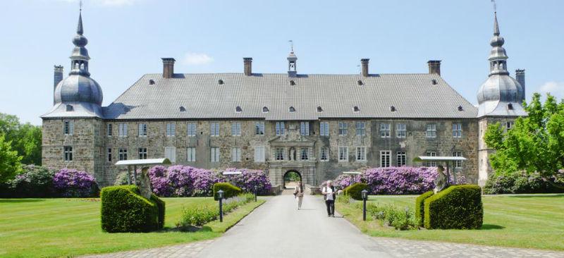 Beispiel: Im Schlosshof, Foto: Wasserschloss Lembeck.