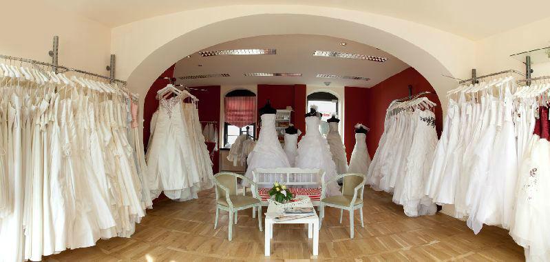 Beispiel: Impressionen-Laden, Foto: Cinderella Braut- und Festtagsmoden.