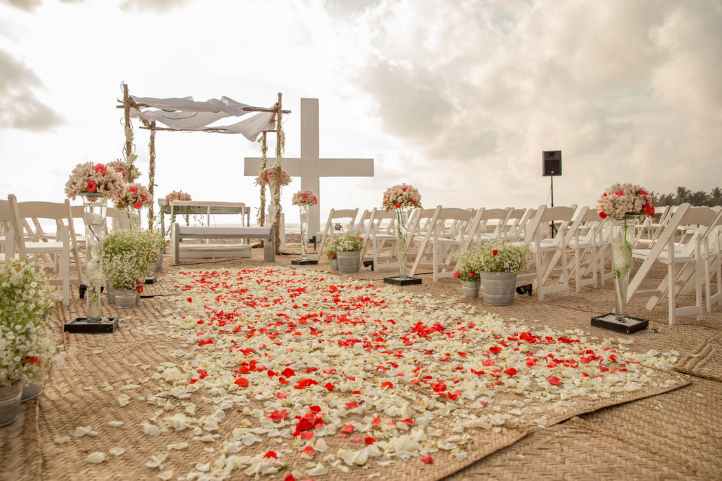 Locación: Son Vida * Fotógrafo: Michaud Films * Decoración:  Estilo campirano con toques coral * Banquete y Decoración: Banquetes Larekhi