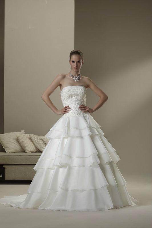 Beispiel: Brautkleid Ian Stuart, Foto: Haus der Braut.