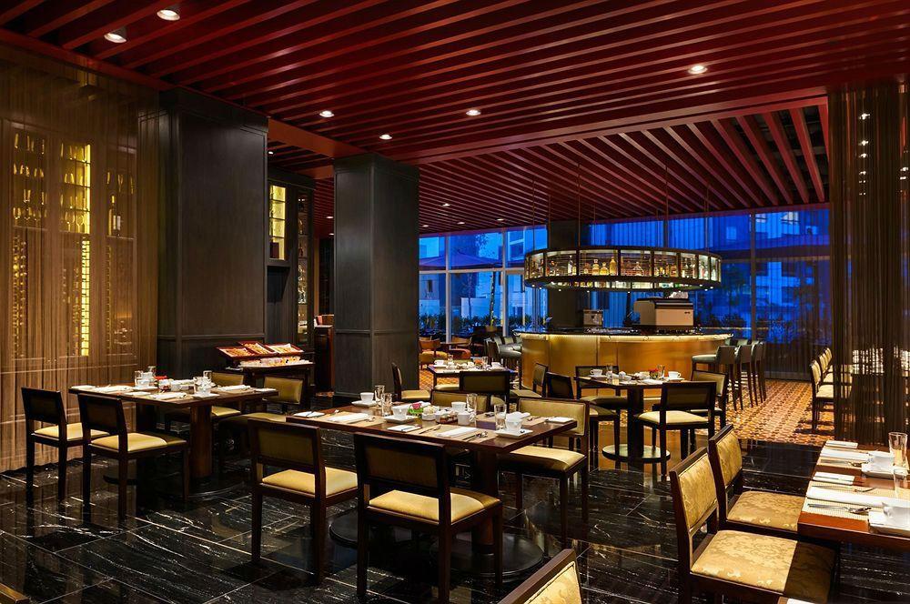 Social Restaurant & Bar - Hotel Hilton