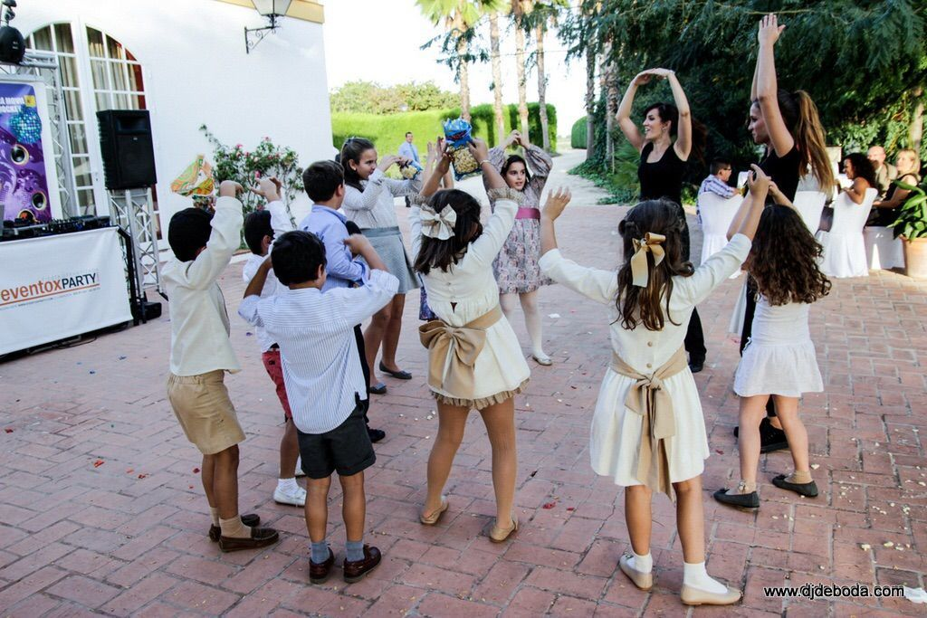 Animación para niños en comuniones y bodas.