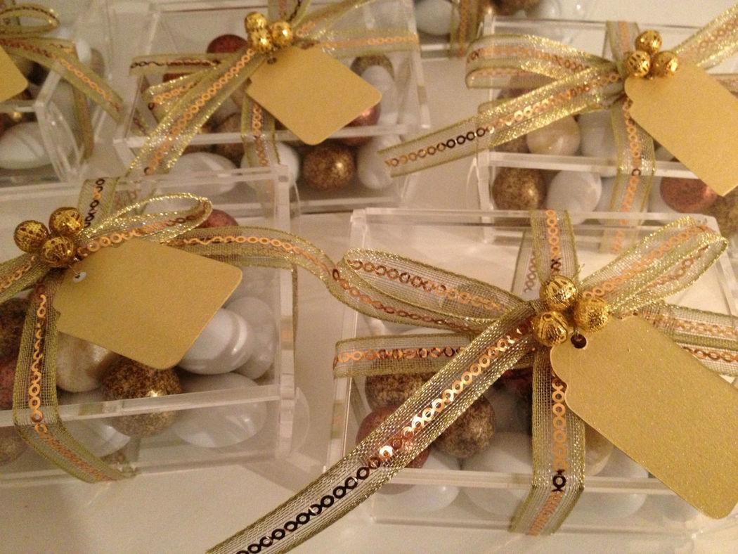 Gastgeschenke Plexiglas gefüllt mit feinen Haselnussperlen