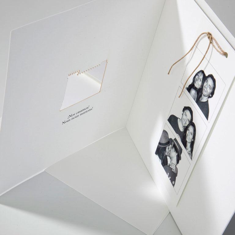 Invitación boda fotomaton y troquel forma edificio