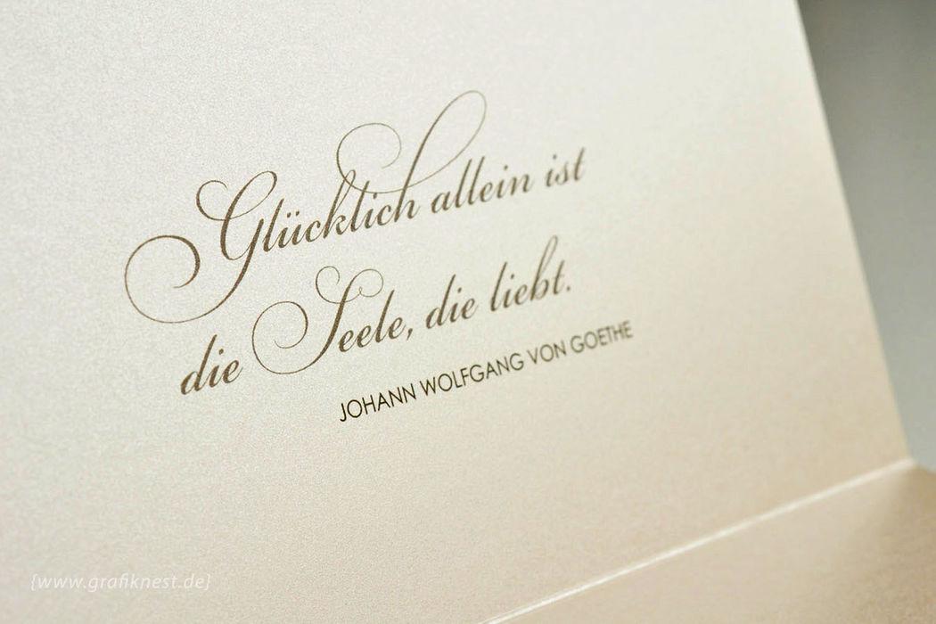 Beispiel: Typografische Hochzeitseinladung, Foto: Annette Bleichert {GrafikNEST}.