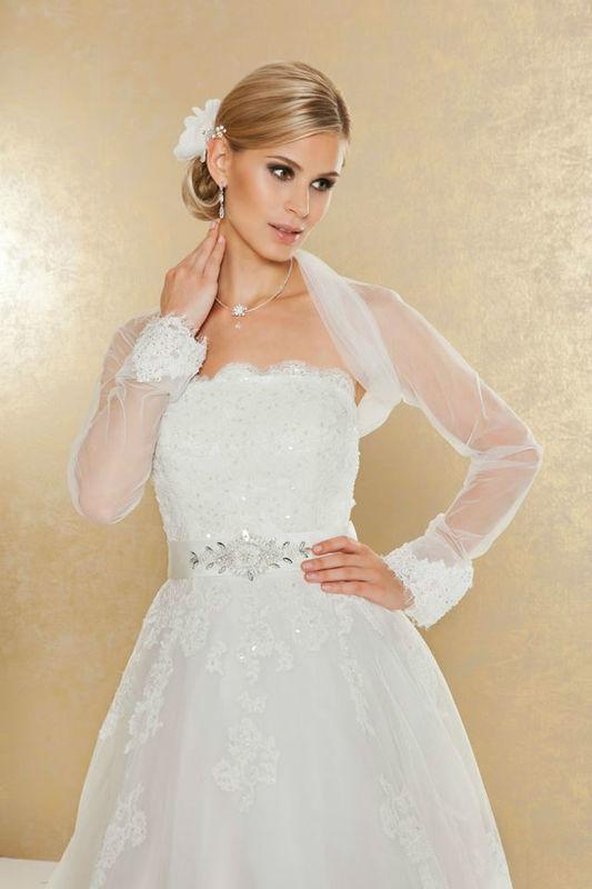 Beispiel: Brautkleider und Accessoires, Foto: Weise Brautmode.