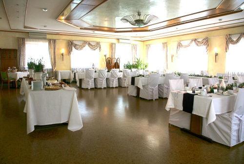 Beispiel: Suche nach der perfekten Hochzeitslocation, Foto: AnEvent - Your wedding dreams.