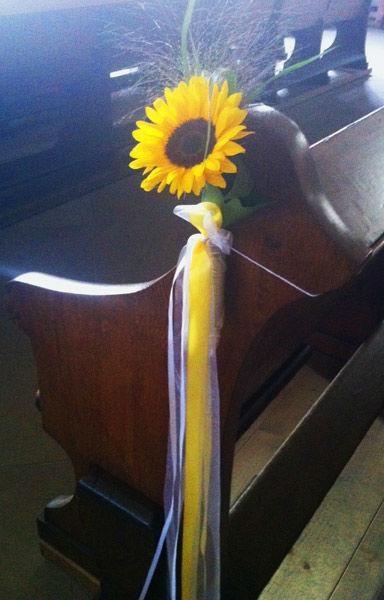Beispiel: Kirchendekoration mit Sonnenblume, Foto: Blumen Bachmann.