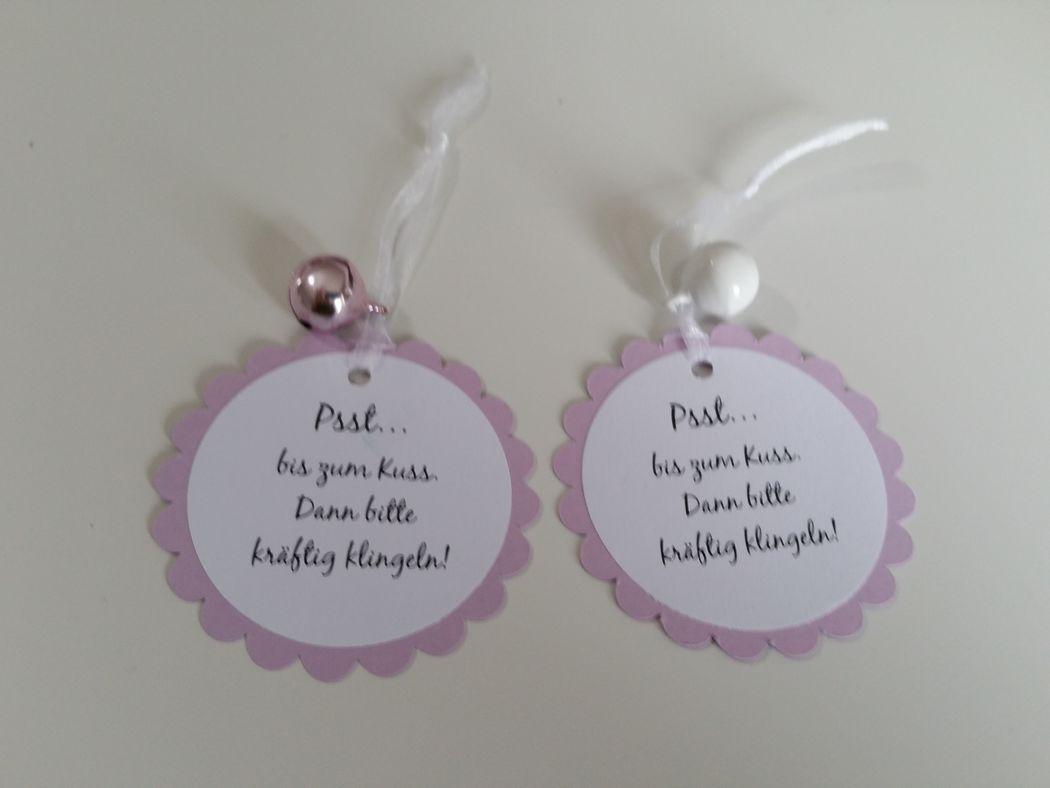 Bitte kräftig klingeln! Kleines Accessoire für eine romantische Trauung, Foto: Cardlove.de.