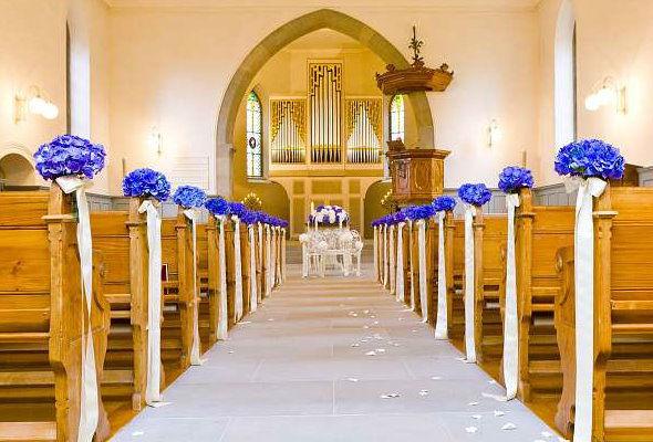 Beispiel: Dekoration der Kirche, Foto: Blumenzauber.